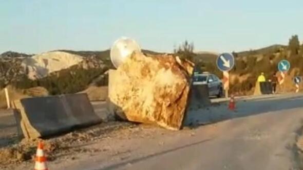 Mermer blok yola düştü
