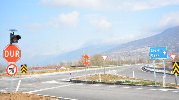 Yeni Çivril yoluna trafik uyarı levhaları takıldı