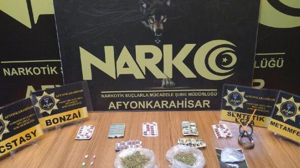 Uyuşturucu tacirlerine polisten darbe