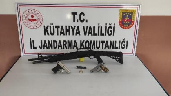 Kütühyada kaçak silah operasyonu