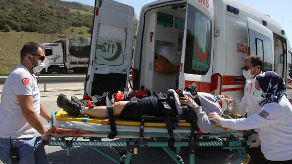Otomobil TIRa arkadan çarptı; 3ü ağır 5 yaralı
