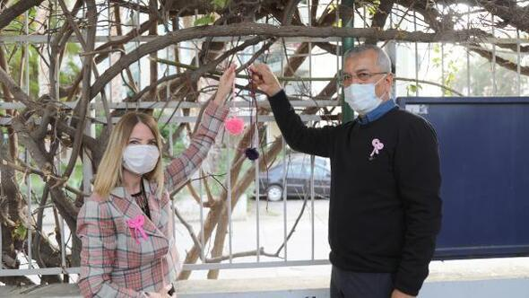 Kanser farkındalığı için ağaçlara ponpon astılar