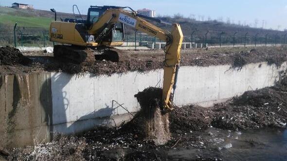 Tarımsal sulama kanallarında rusubat temizliğiyapılıyor