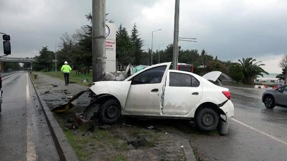 Samsunda direğe çarpan otomobil sürücüsü ağır yaralandı
