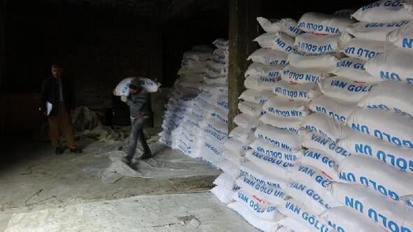 Şemdinlide, iş insanı Özelden 2 bin 500 aileye un yardımı
