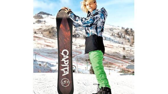 Lucifer Michaelson'dan bornozlu snowboard