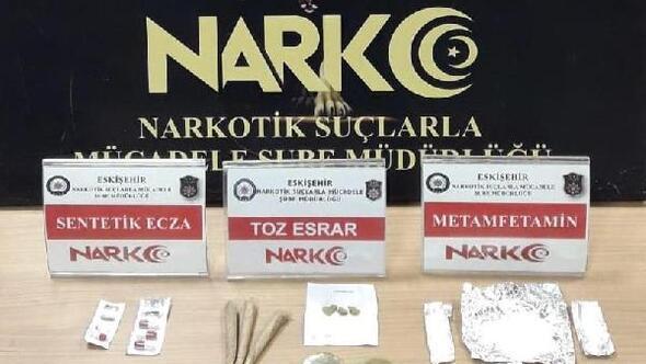 Eskişehir'de sokakta uyuşturucu satan şüpheli tutuklandı