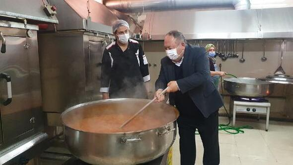Kadirli Belediyesinden 3 bin aileye 3 çeşit sıcak yemek