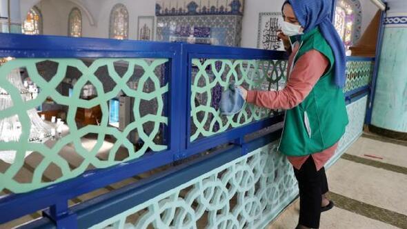 Bursada Ramazan ayında camileri gönüllüler temizliyor
