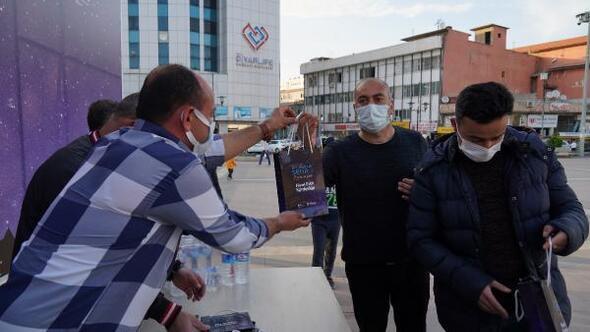 Diyarbakırda, her gün 3 bin kişiye iftariyelik dağıtılıyor