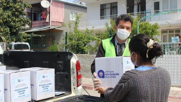 Büyükşehirin Ramazan gıda paketi yardımı sürüyor