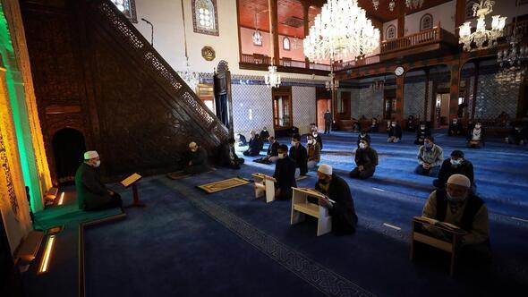 Camilerde mukabele geleneği sürüyor