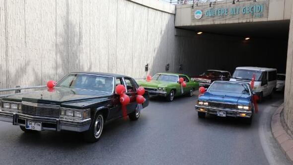 Melikgazi'de klasik araçlarla '23 Nisan' etkinliği