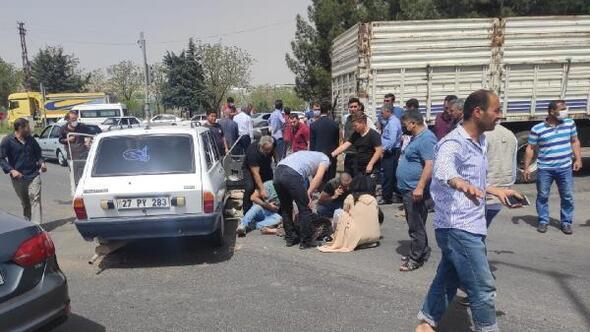 Şanlıurfa'da kamyon ile otomobil çarpıştı: 3 yaralı