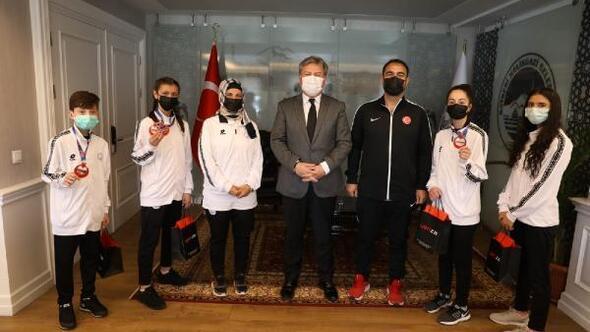 Başkan Palancıoğlu, başarılı sporcuları ödüllendirdi