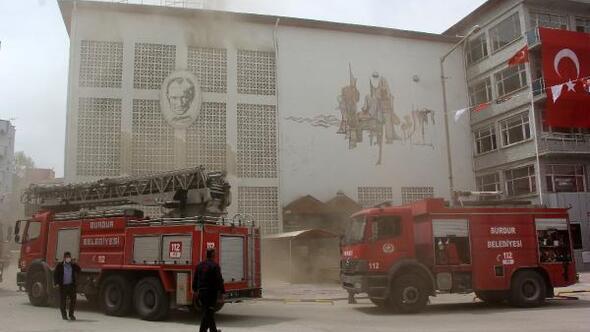 Kullanılmayan sinema binasında yangın