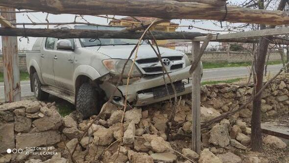 Sivasta traktör ile otomobil çarpıştı: 2 yaralı