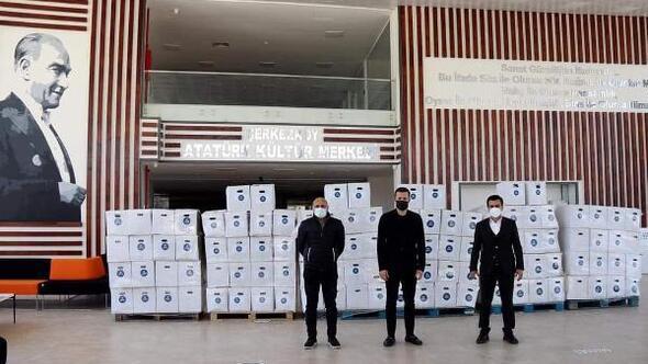 Tekirdağda iş insanı Çebiden belediyelere 6 bin koli erzak desteği