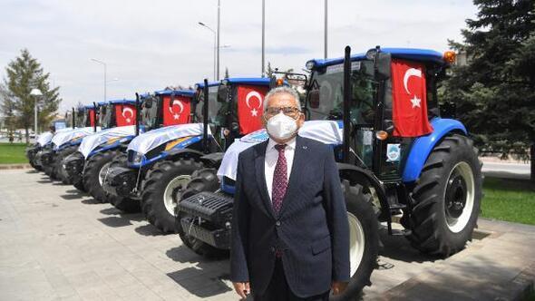 Kayseride belediyeden 5 ilçede çiftçilere traktör desteği
