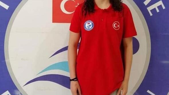 Süpürgeci, Yüzme Milli Takımı adına yarıştı