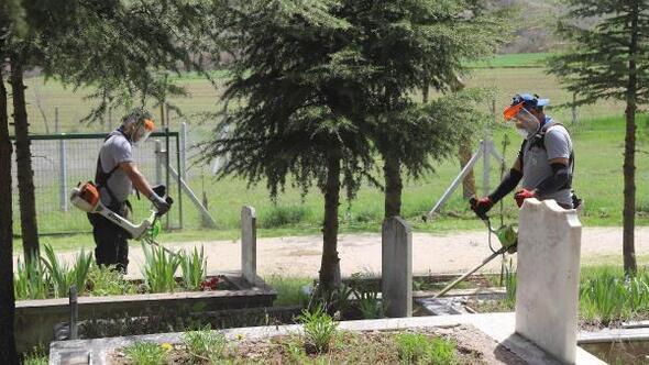 Eskişehir Büyükşehir'den mezarlıklara bakım