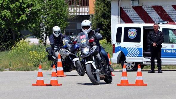 Eskişehirde, polislere motosiklet eğitimi