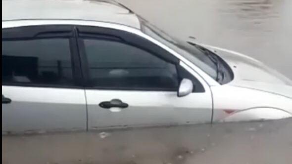 Sağanak yağış bu kez Sincan'da etkili oldu