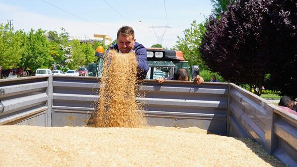 Yılın ilk buğdayı satışa sunuldu