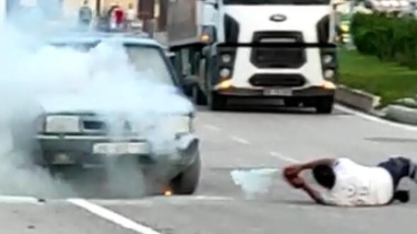 Görevden dönerken yanan aracı söndürdü