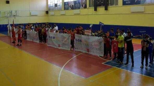 Bitliste, yaz spor okullarının açılışı yapıldı