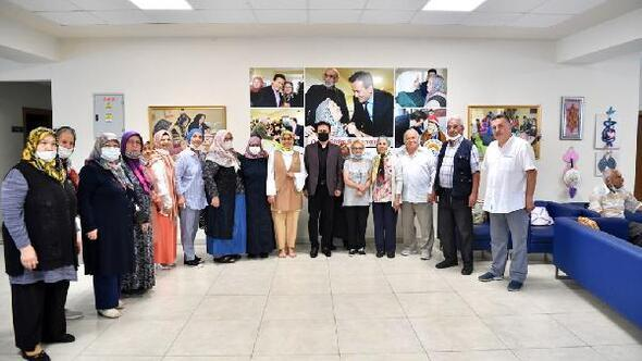 Tuzla Belediye Başkanı Yazıcı'dan Yaşlılar Merkezi'ne bayram ziyareti