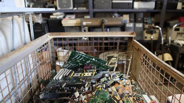 Elektronik atık çöp değildir
