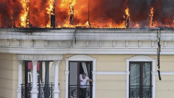 Otel çatısı alev alev