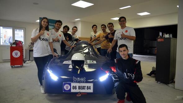 Üniversite öğrencileri elektrikli otomobil yaptı