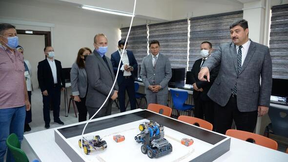 Liseye robotik kodlama atölyesi