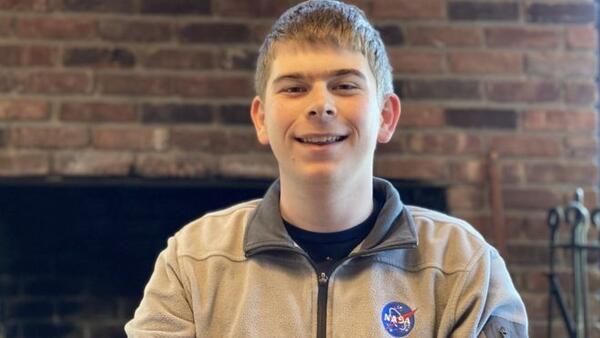 17 yaşındaki öğrenci, staj yaparken gezegen keşfetti