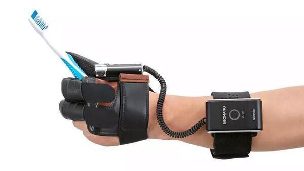 Felç geçiren eller için protez eldiven üretildi