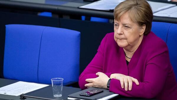 Almanya Başbakanı Merkel'e casus şoku!