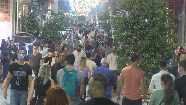 İstiklal Caddesi koronavirüse rağmen tıklım tıklım