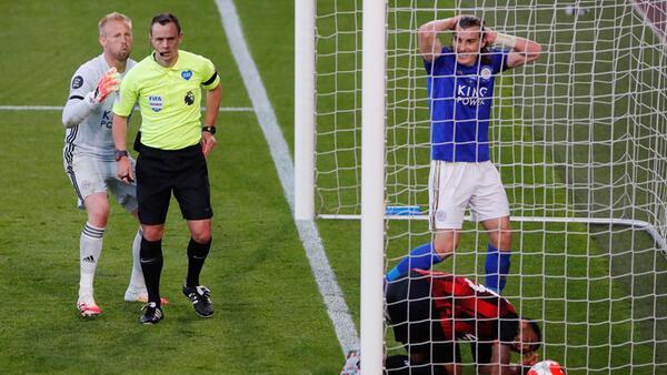 Çağlar Söyüncü kırmızı gördü, Leicester City, Bournemouth'a farklı yenildi