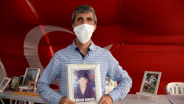 Evlat nöbetindeki ailelerden 15 Temmuz mesajı: Ülkeyi FETÖ ve PKK'ya yar etmeyeceğiz