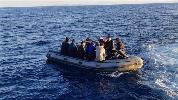 Datça açıklarında Yunanistan tarafından itilen 19 düzensiz göçmen kurtarıldı