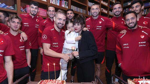 Caner Erkin'e doğum günü sürprizi