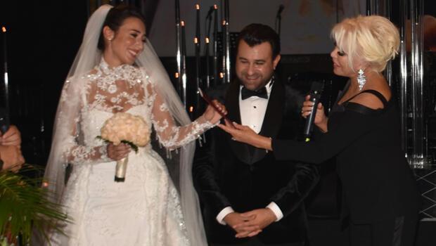 Evlilik cüzdanını Ajda Pekkan verdi