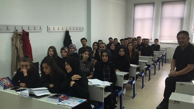 Kazada ölen Fatma Gül ve Kader'in arkadaşları okula siyah giyerek geldi
