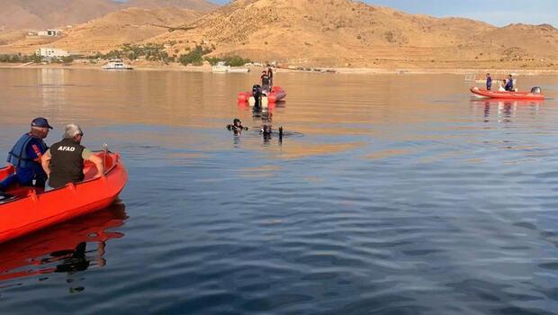 Feribottan baraj gölüne düşen muhtarın cansız bedeni bulundu