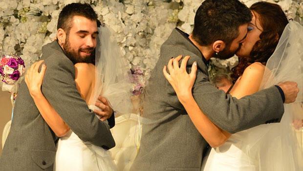 Ünlü şarkıcı kızını evlendirdi Davulcu damat...