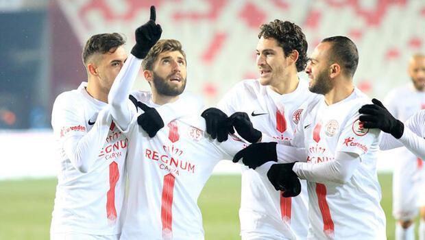 Ziraat Türkiye Kupası çeyrek finalinde Galatasaray'ı eleyen Aytemiz Alanyaspor ile Süper Lig lideri Demir Grup Sivasspor'u kupa dışına gönderen Fraport TAV Antalyaspor, yarı finalde futbolseverlere bir kez daha Antalya derbisi heyecanı yaşatacak.