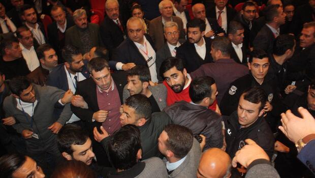 CHP kongresinde gerginlik Çevik kuvvet müdahale...
