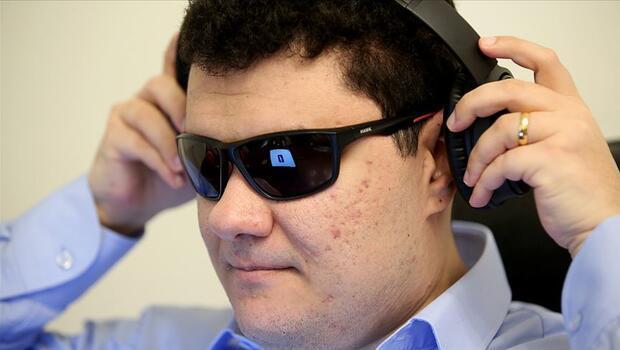 Görme engelli Türk mühendis Facebook'ta işe başladı